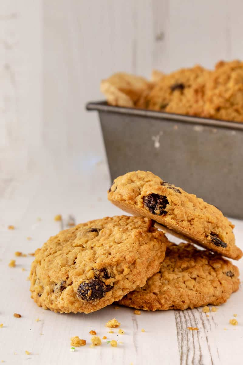 These soft and chewy oatmeal raisin cookies are a firm favourite in our house. Perfectly spiced with cinnamon and nutmeg. they can they be whipped up in under 30 minutes, and they're also vegan.